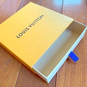 Louis Vuitton Belt Box: Packaging